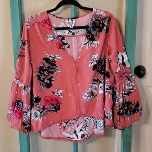 Jaase L floral bell sleeve blouse! Super cute!!